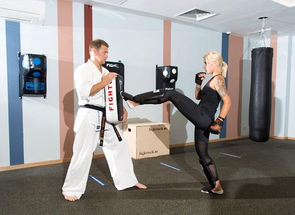 Самооборона для девушек и женщин в фитнес-клубе La Salute